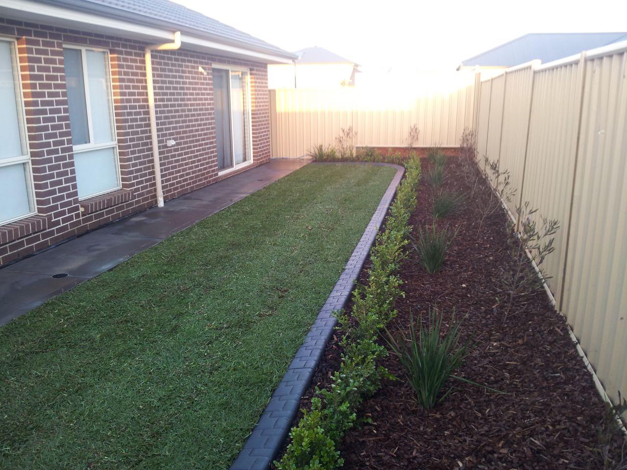 Munno Para - Beautiful Flat Bed With Mulch & Plants